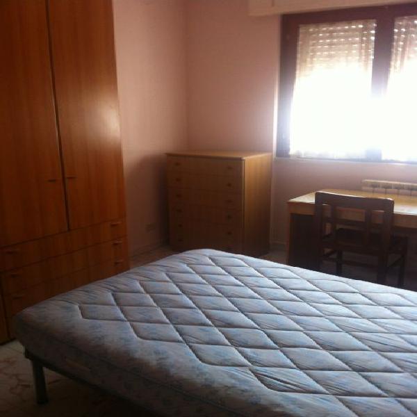 Camera in appartamento arredato in zona università di