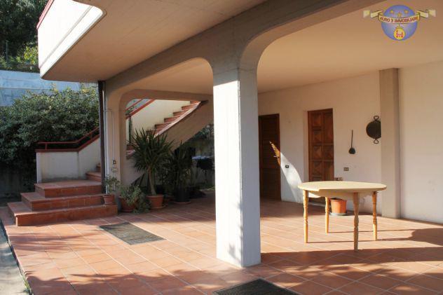 Monticelli-villa di mq 350 con giardino e garage