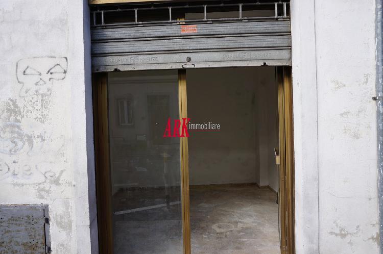 SAN GAGGIO. Ottimo fondo-magazzino C/2 con vetrina su strada