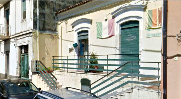 Stabile 290 mq con giardino e terrazzo in via messina