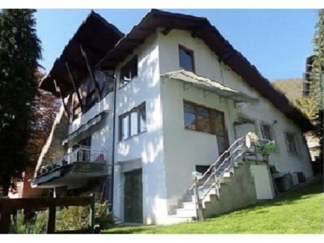 Villa di 236 m² con più di 5 locali e box auto doppio in