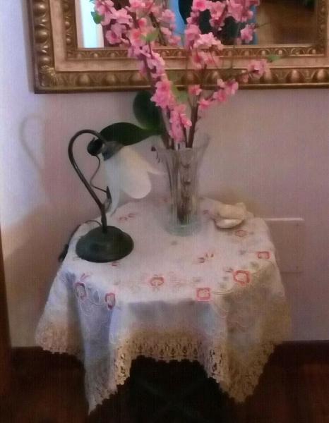 tavolino e tre lampade