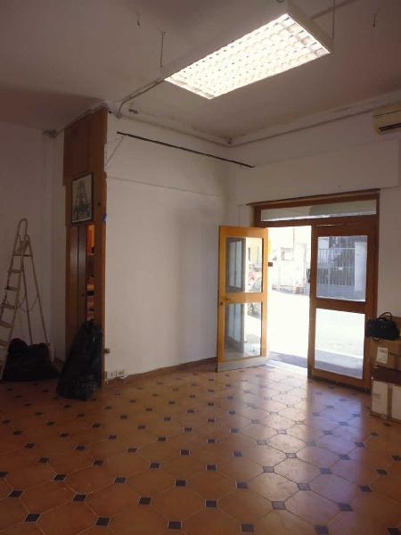 Locale commerciale - 2 Vetrine a Stazione, Livorno