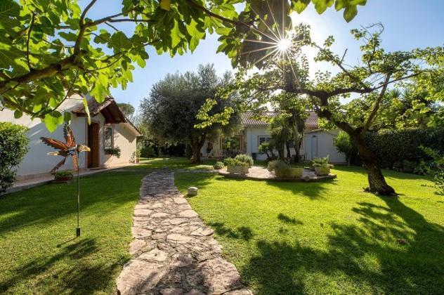 Villa di 222 m² con più di 5 locali in vendita a roma