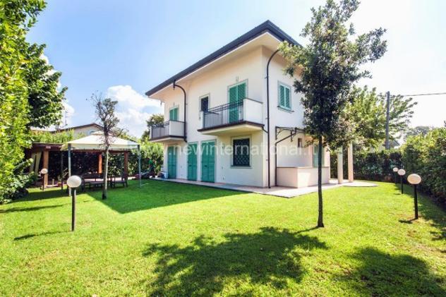 Villa di 245 m² con più di 5 locali in vendita a forte dei