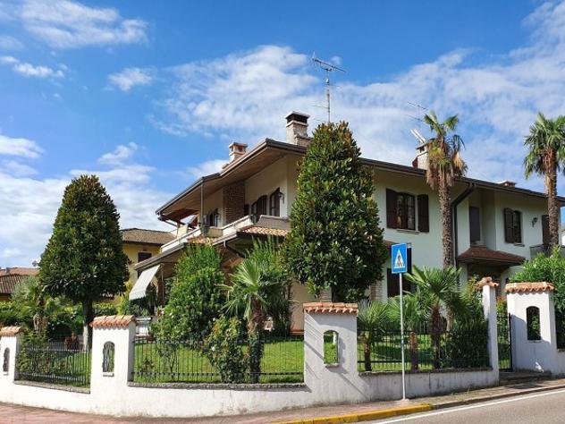 Villa di 390 m² con più di 5 locali e box auto doppio in