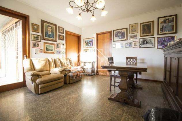 Villa di 500 m² con più di 5 locali e box auto doppio in
