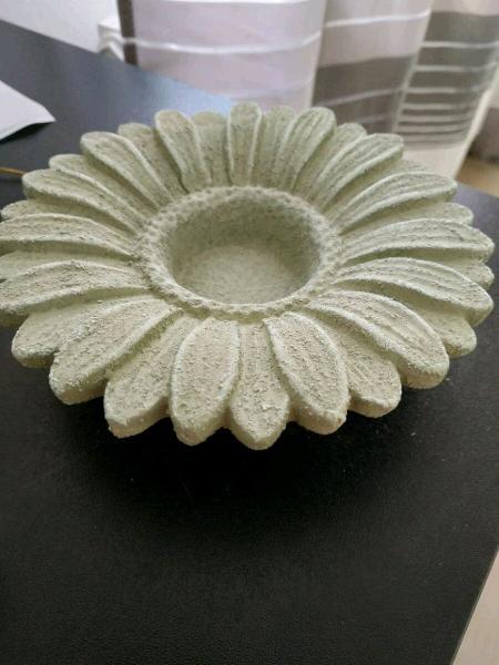 portacandele in ceramica color verde a forma di Margherita