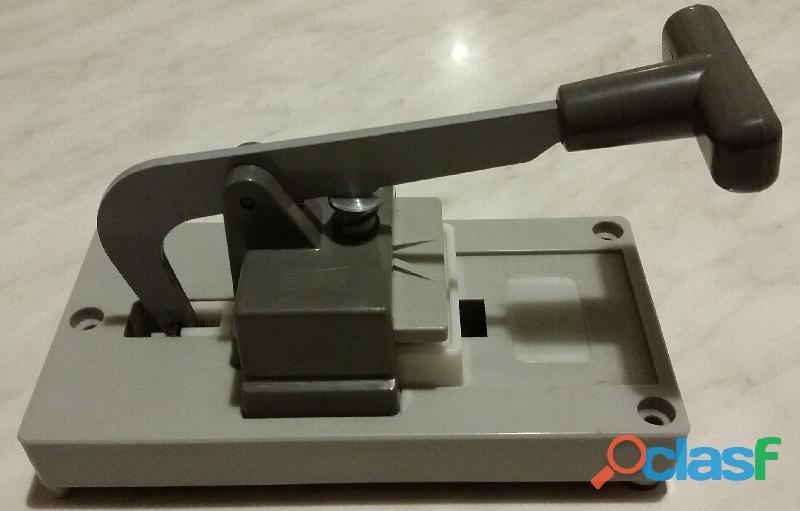 Pressa per montaggio marchio Gepe Made in Sweden 50 x 50mm. per diapositive da 35 mm. nuova 1