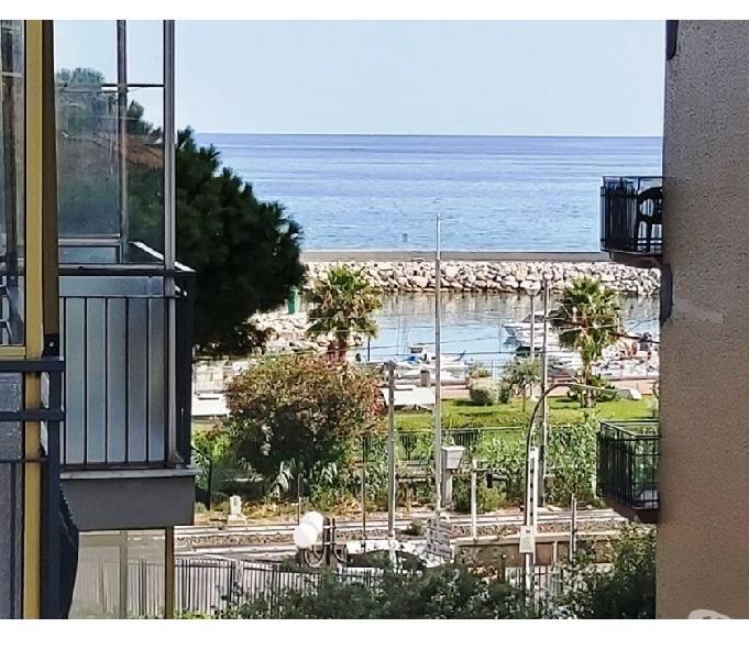 30 mt mare zona porto. bilocale con terrazzo vista mare