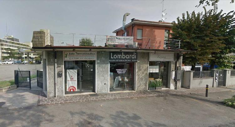 Locale commerciale - 1 Vetrina a Modena
