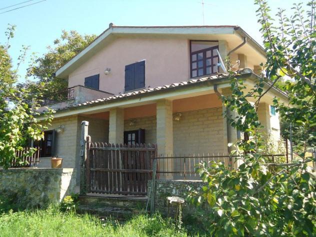 Rustico / casale di 100 m² con 4 locali in vendita a