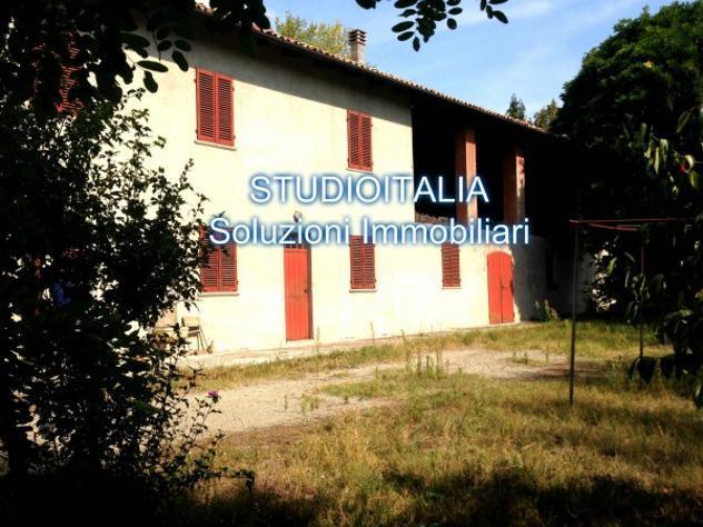 Rustico / casale di 250 m² con più di 5 locali e box auto