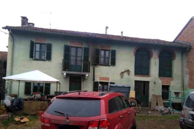 Rustico / casale di 340 m² con più di 5 locali e box auto