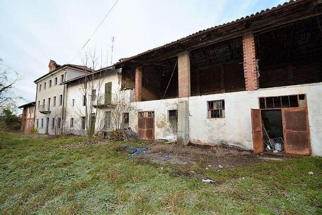 V000443 - Ampio cascinale in Vendita a Moncucco T.se - Asti