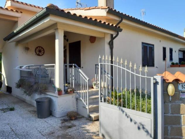 Villa di 100 m² con 4 locali in affitto a Ardea