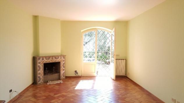 Villa di 170 m² con più di 5 locali in affitto a Roma