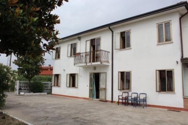 Villa di 200 m² con 4 locali in affitto a Carceri