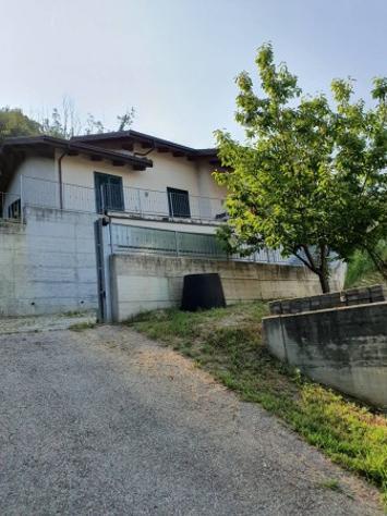 Villa di 230 m² con 5 locali e box auto doppio in affitto a