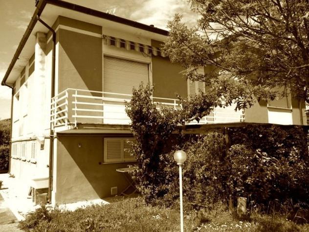 Villa di 260 m² con più di 5 locali e box auto in affitto