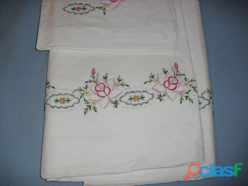 Completi lenzuola matrimoniali ricamati a mano