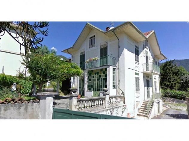 Villa di 422 m² con più di 5 locali e box auto doppio in