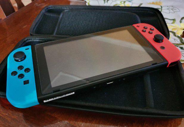 Nintendo switch con custodia