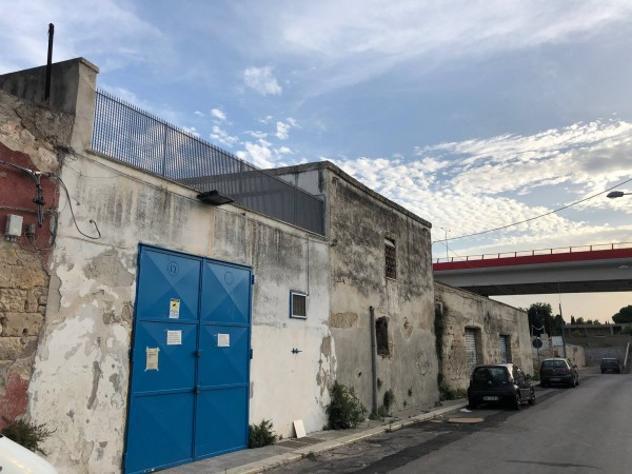 Box / garage di 150 m² con 4 locali in vendita a bari