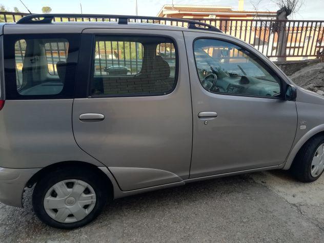 Toyota yaris verso 03