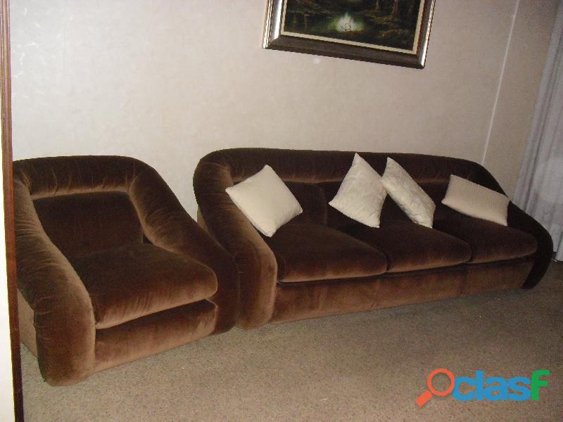 divano 3 posti letto singolo in velluto marrone .una poltrona 1