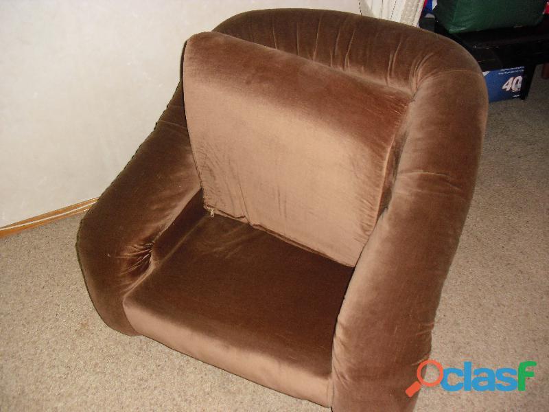 divano 3 posti letto singolo in velluto marrone .una poltrona 2