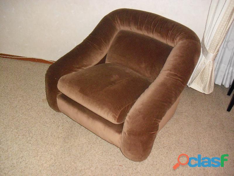 divano 3 posti letto singolo in velluto marrone .una poltrona 3