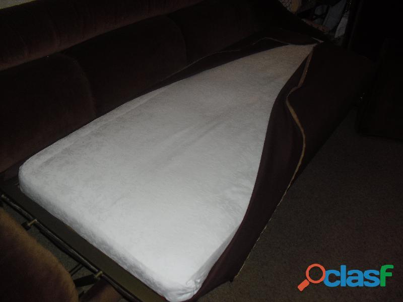 divano 3 posti letto singolo in velluto marrone .una poltrona 8