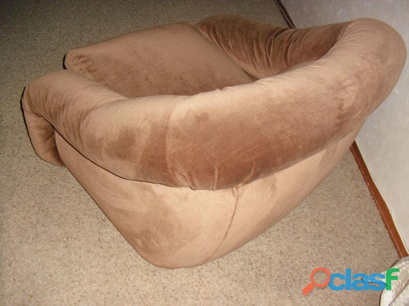 divano 3 posti letto singolo in velluto marrone .una poltrona 10