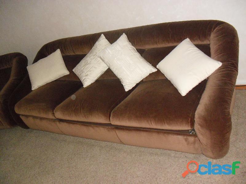 divano 3 posti letto singolo in velluto marrone .una poltrona 14