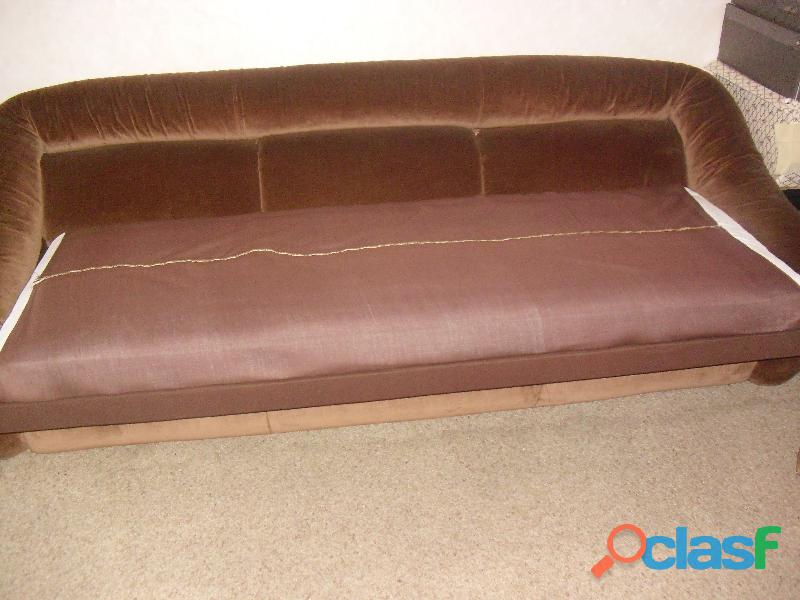 divano 3 posti letto singolo in velluto marrone .una poltrona 16