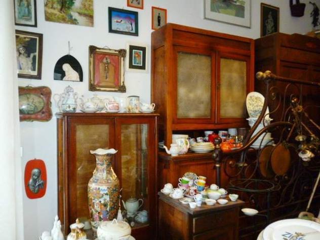 Svendita mobili e oggetti di antiquariato