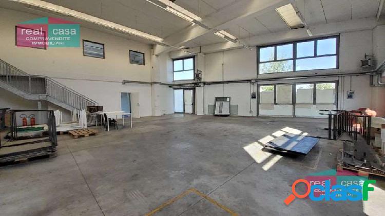 Affittasi capannone / laboratorio con uffici