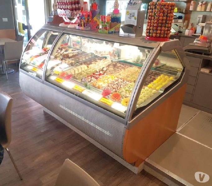 Arredamento gelateria pasticceria bar completo usato