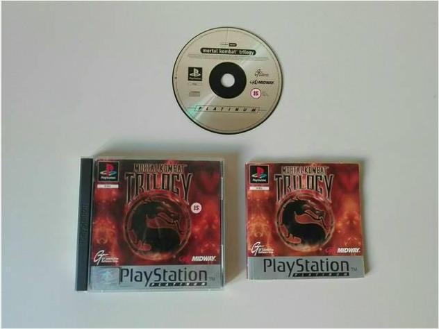 PLAYSTATION 1 gioco Mortal Kombat Trilogy con manu Usato