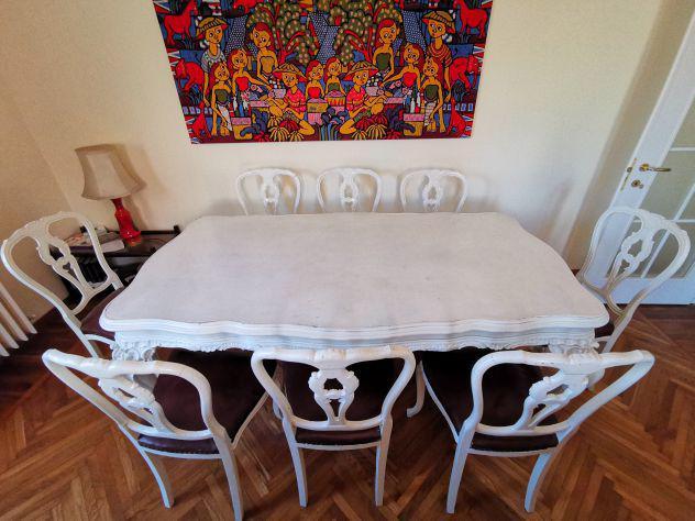 Tavolo vintage, 8 sedie e credenza in stile