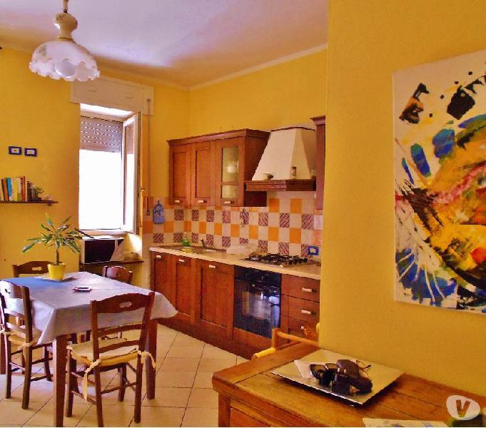 Appartamento molto bello, centrale, completamente arredato