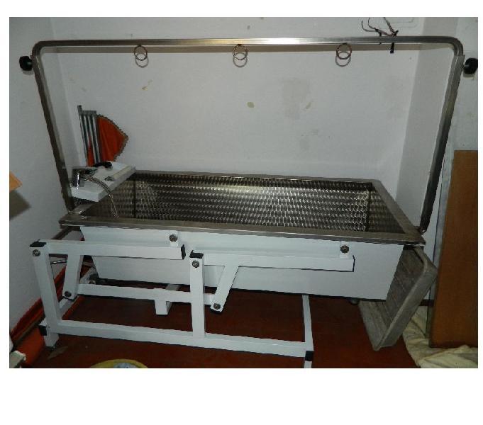 Vasca phon soffiatore e attrezzi per toelettatura animali