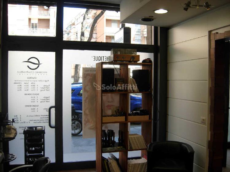 Fondo/negozio - 2 vetrine/luci a Prenestino-Collatino-Tor