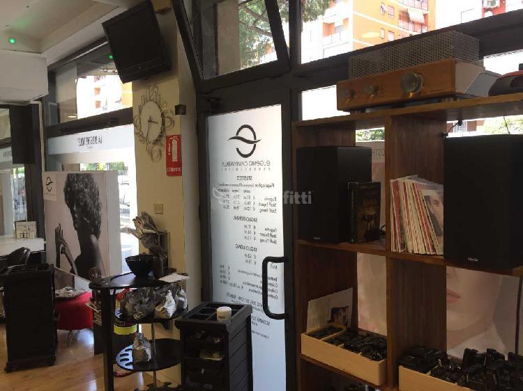 Fondo/negozio - 4 vetrine/luci a Prenestino-Collatino-Tor
