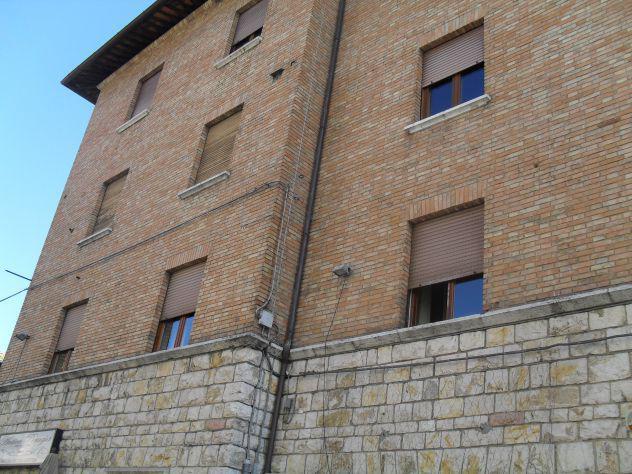 Centro storico - monteluce sulla piazza principale: 85 mq