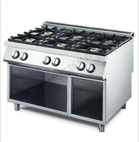 Cucina a gas su vano aperto. 6 bruciatori: 4x5,5 e 2x7,5 kw.