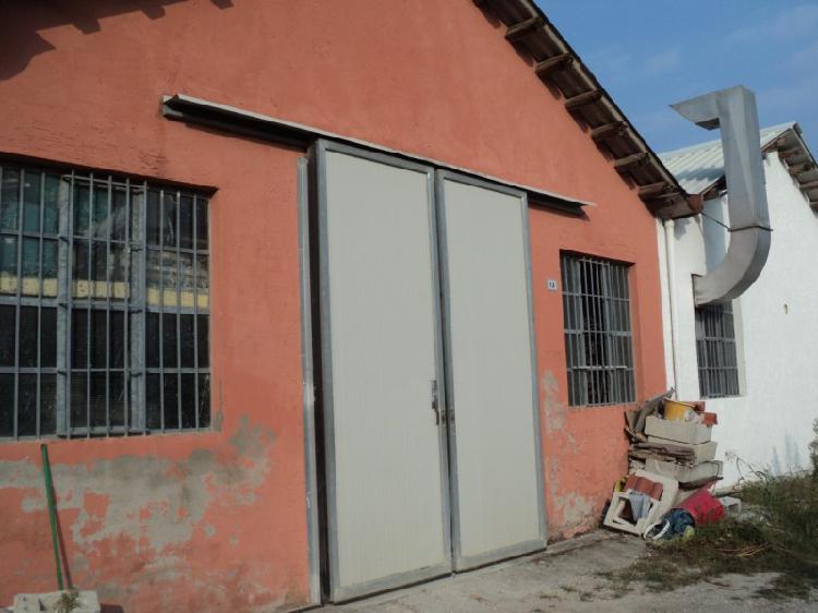 Magazzino - capannone in discrete condizioni in vendita