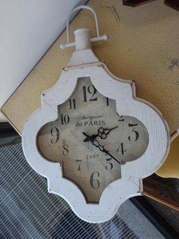 Orologio shabby da muro