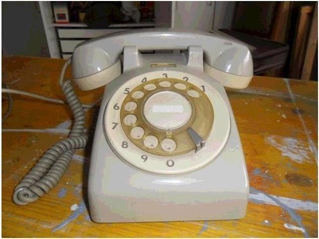 Telefono a disco vintage usato